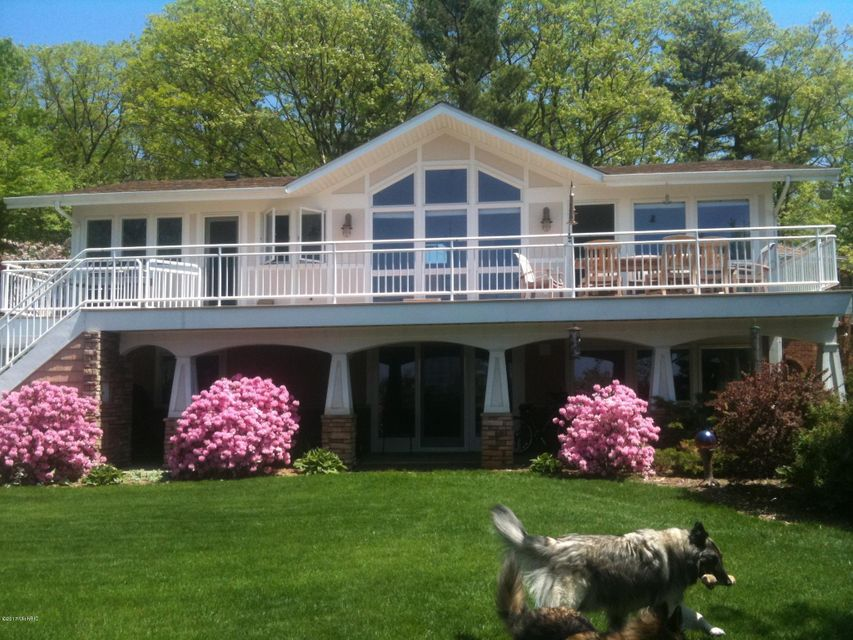 Single Family Home for Sale at 5885 Lake Harbor 5885 Lake Harbor Norton Shores, Michigan 49441 United States
