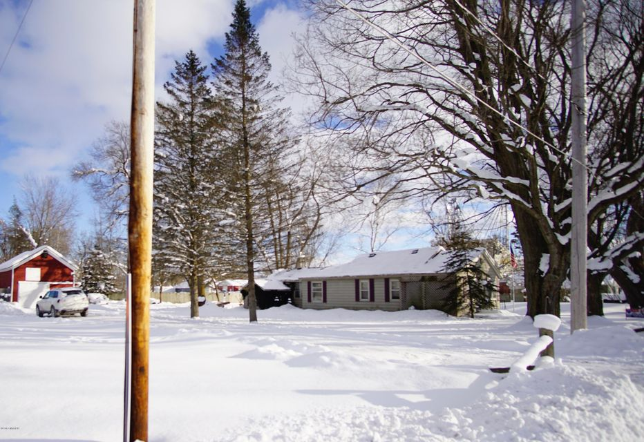Single Family Home for Sale at 17076 2nd 17076 2nd Nunica, Michigan 49448 United States