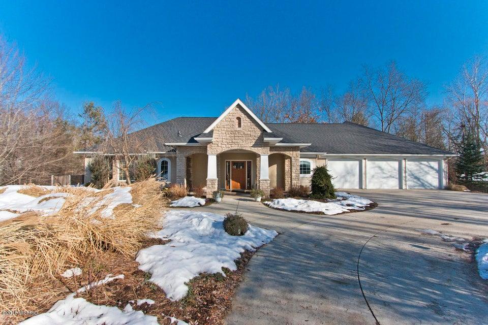 独户住宅 为 销售 在 5563 Cascade 5563 Cascade Grand Rapids, 密歇根州 49546 美国
