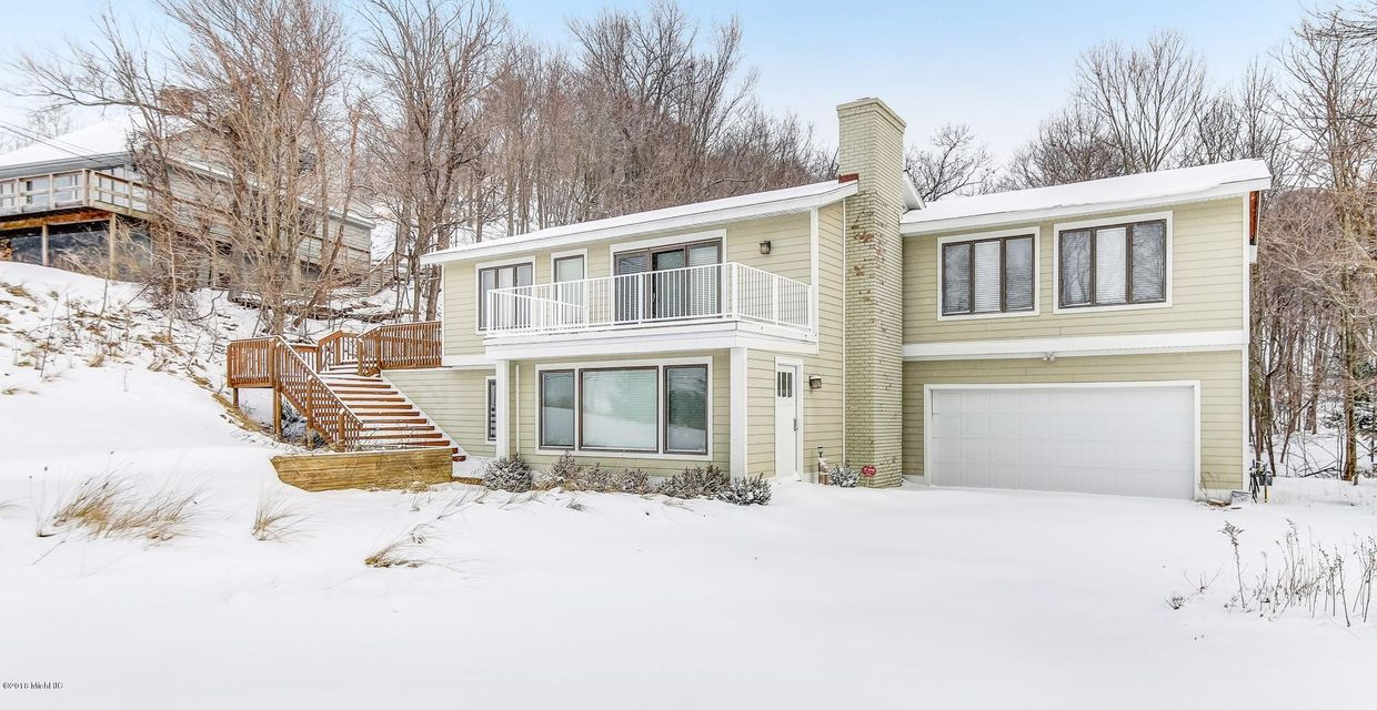 Single Family Home for Sale at 17694 North Shore Estate 17694 North Shore Estate Spring Lake, Michigan 49456 United States