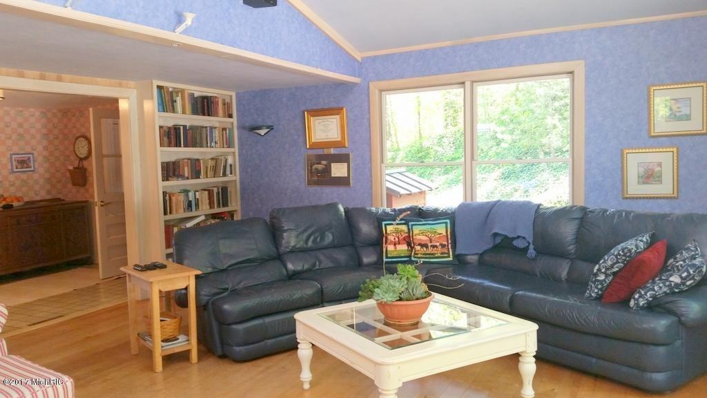 55945 Inn-D-Inn , Dowagiac, MI 49047 Photo 11