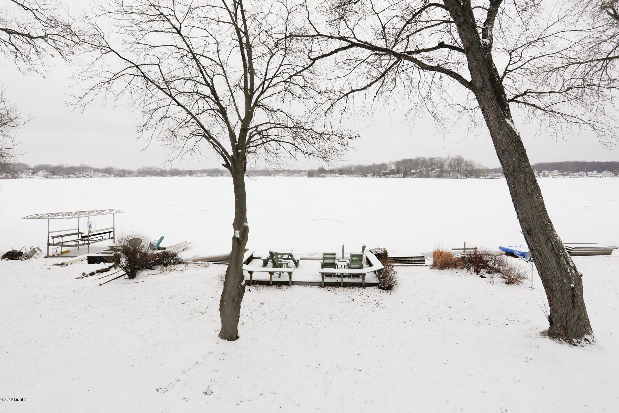 806 E Eagle Lake Drive