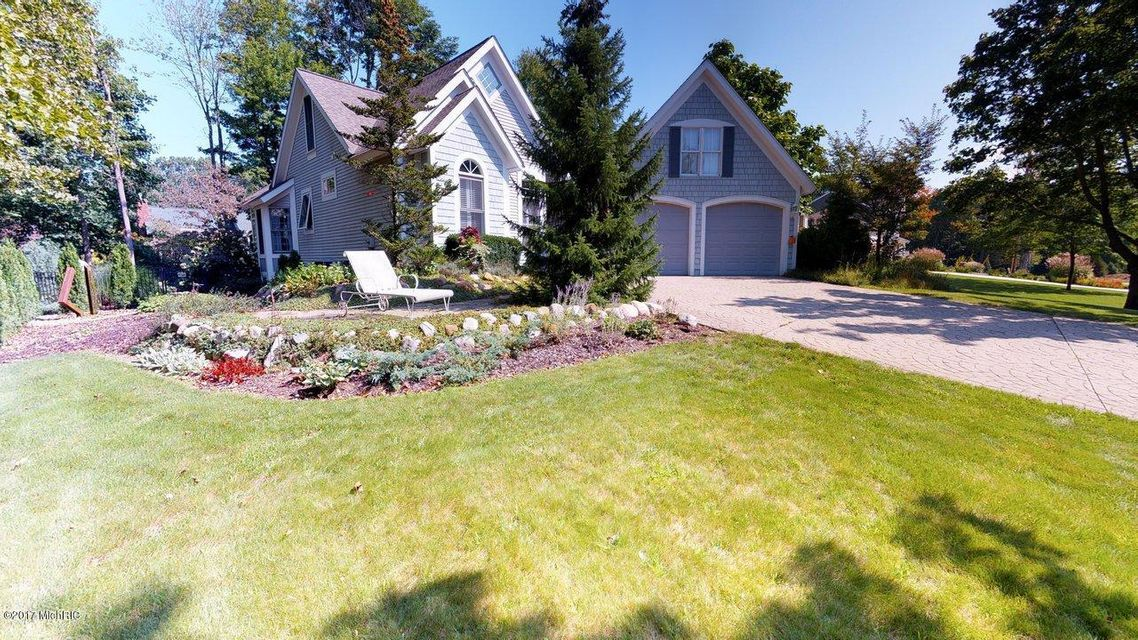 Single Family Home for Sale at 550 Francis 550 Francis Saugatuck, Michigan 49453 United States