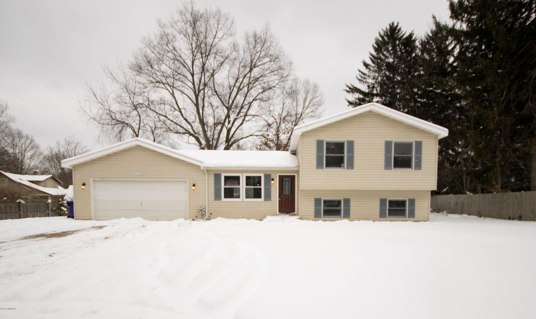 Single Family Home for Sale at 15708 Pruin 15708 Pruin Spring Lake, Michigan 49456 United States