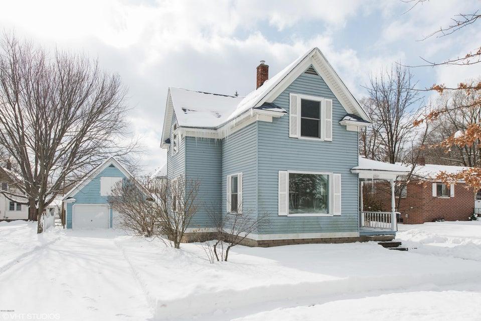 独户住宅 为 销售 在 302 River 302 River 斯普林莱克, 密歇根州 49456 美国