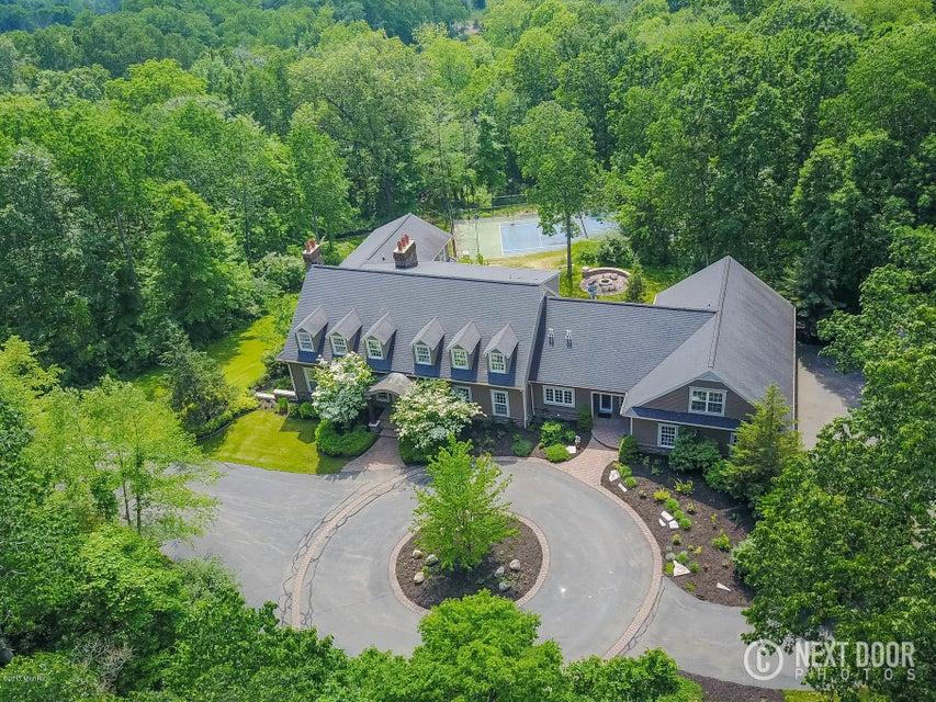 独户住宅 为 销售 在 7074 Fairhill 7074 Fairhill Ada, 密歇根州 49301 美国