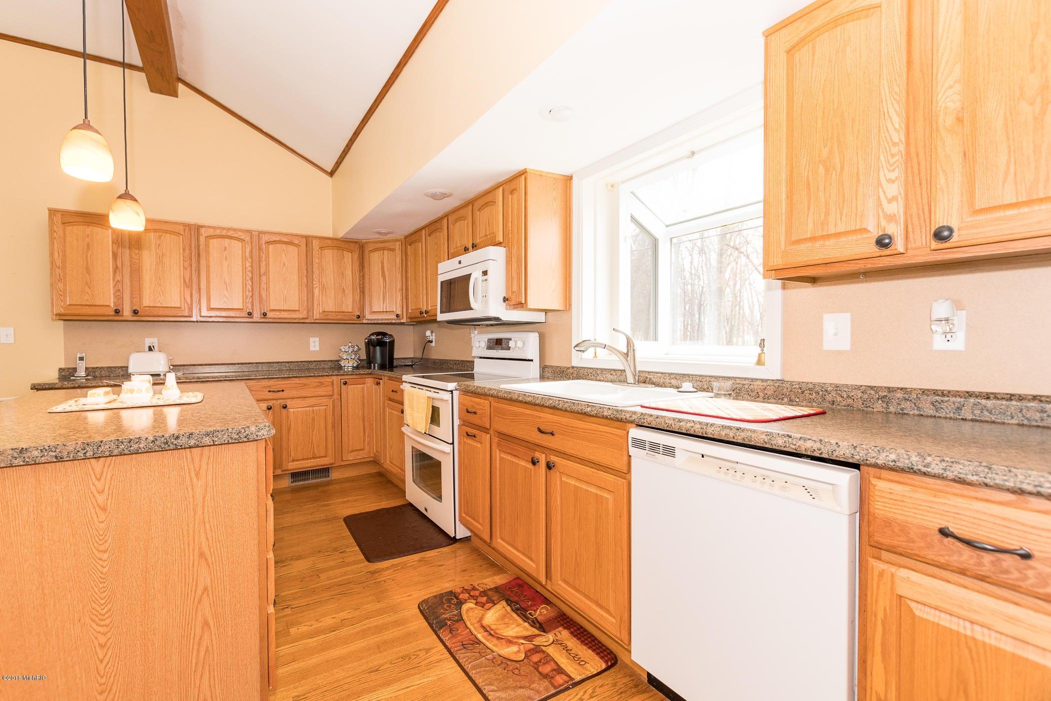 463 Warren , Coldwater, MI 49036 Photo 10