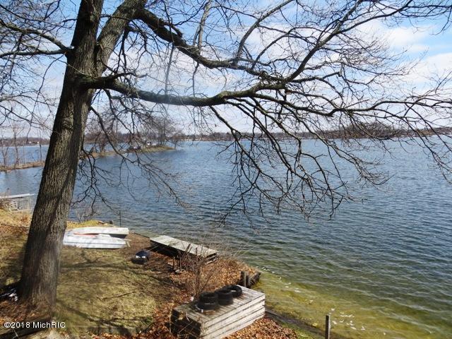 11137 Oak , Delton, MI 49046 Photo 4