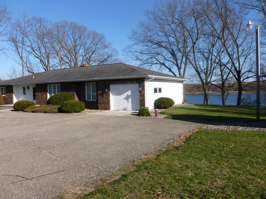 4929 Lakefront , Delton, MI 49046 Photo 2