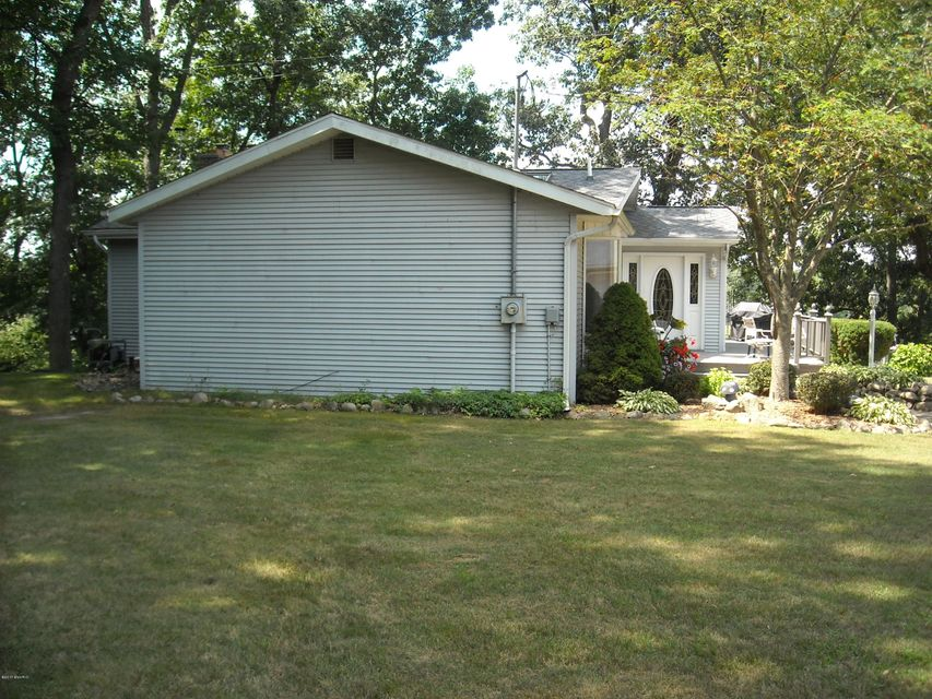 363 Lilac , Dowling, MI 49050 Photo 4