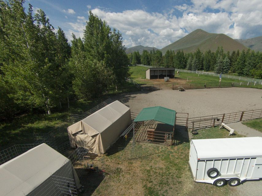 Additional photo for property listing at 3671 ButterCup Rd 3671 ButterCup Rd Hailey, Idaho,83333 Estados Unidos