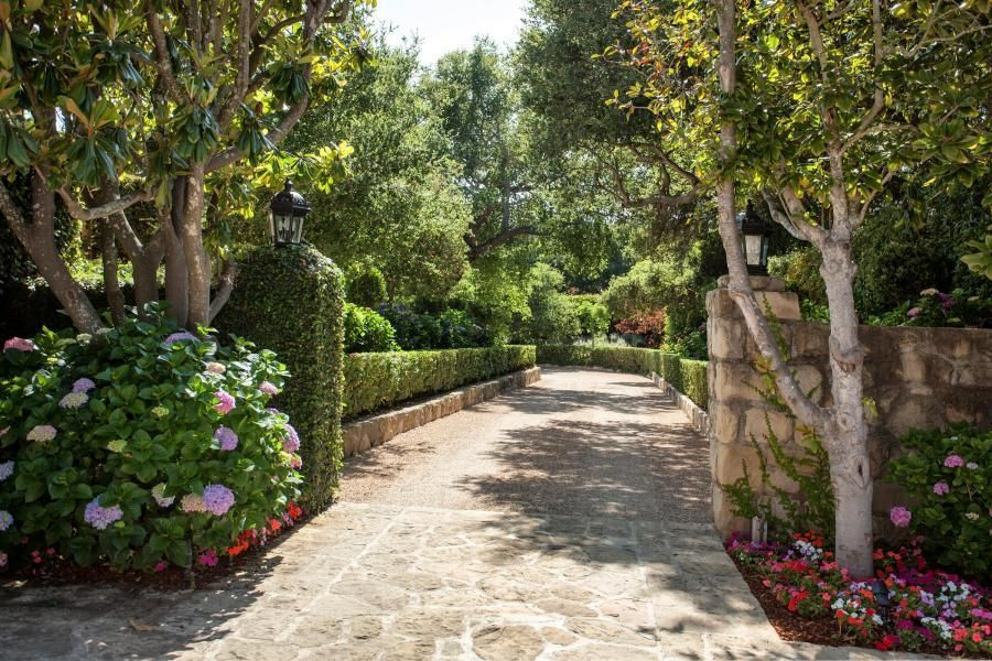 Single Family Home for Sale at 818 Hot Springs Rd Montecito, California,93108 United States