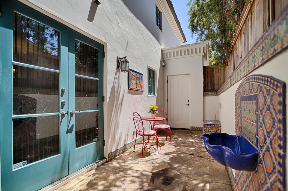 Additional photo for property listing at 821 Laguna St #B 821 Laguna St #B Santa Barbara, 캘리포니아,93101 미국