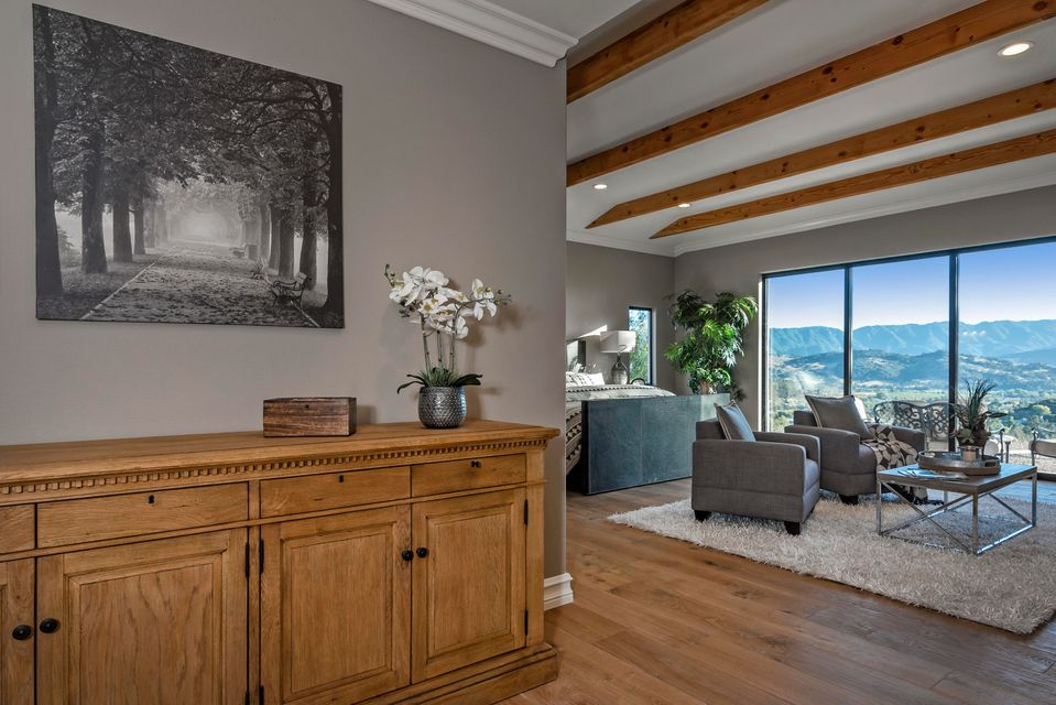 Additional photo for property listing at 980 Ladan Dr 980 Ladan Dr Solvang, Californië,93463 Verenigde Staten