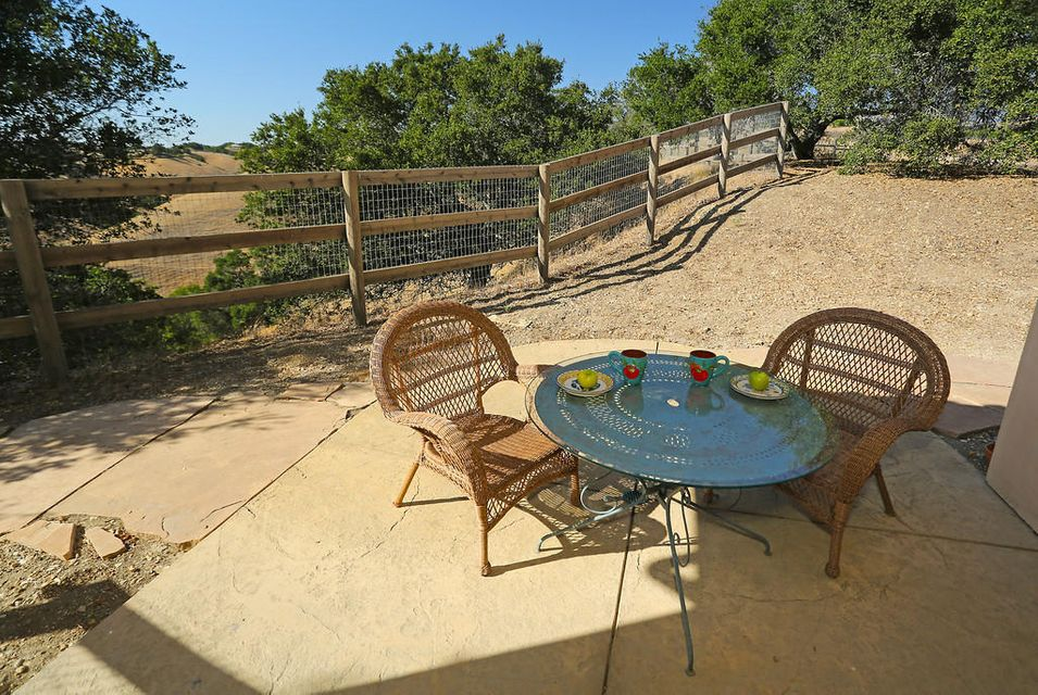Additional photo for property listing at 3200-3201 Caballo Rd 3200-3201 Caballo Rd Santa Ynez, California,93460 Estados Unidos