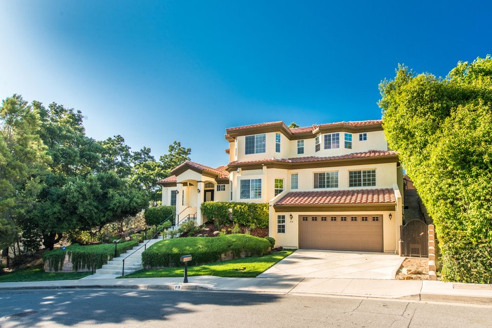 Photo of 818 Rim Crest Dr, WESTLAKE VILLAGE, CA 91361