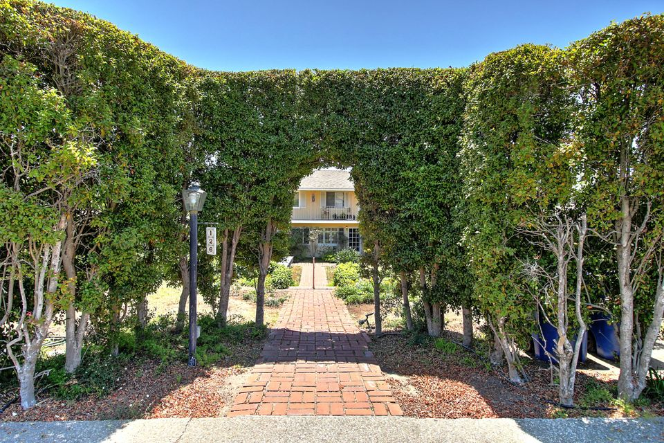 Property photo for 126 W Calle Crespis #4 Santa Barbara, California 93105 - 18-2121
