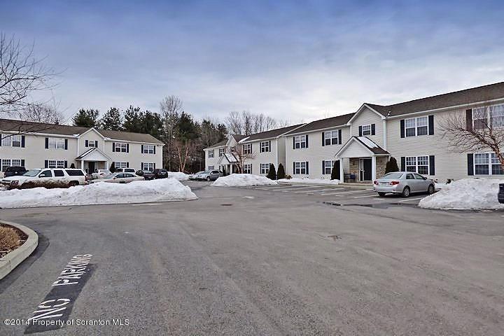 622 Marion Lane,Moosic,Pennsylvania 18507,2 Bedrooms Bedrooms,5 Rooms Rooms,2 BathroomsBathrooms,Residential lease,Marion,15-5260