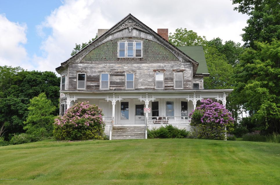 Once in a life time opportunity to own a historic house in beautiful Montrose Pennsylvania. Home features 6 bedrooms, 2 baths, and a large stately lot. Must see to appreciate. Many options for this home.  Great location with over 1.1 acres in town!     ALL OFFERS WILL BE REVIEW-, SELLER IS WILLLING TO NEGOTIATE