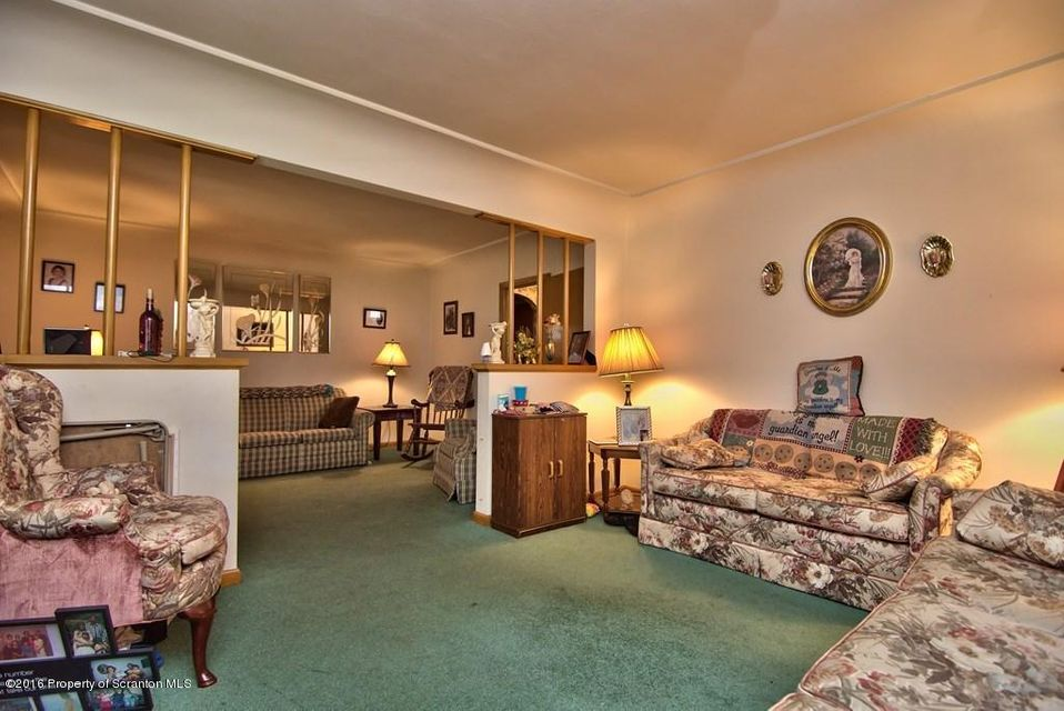 515 Moosic Rd,Old Forge,Pennsylvania 18518,5 Bedrooms Bedrooms,7 Rooms Rooms,2 BathroomsBathrooms,Residential,Moosic,16-5120