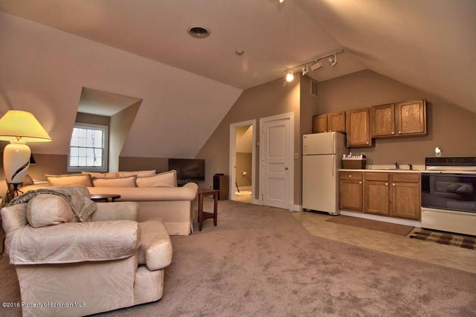 Au Pair Living Room/Kitchen