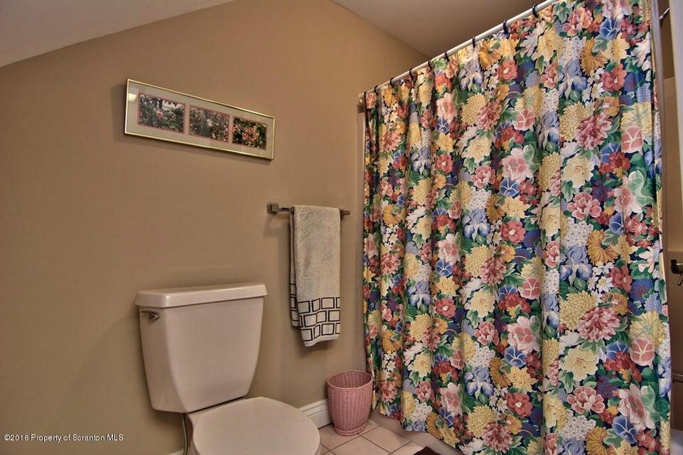 Guest Suite Bath View 2