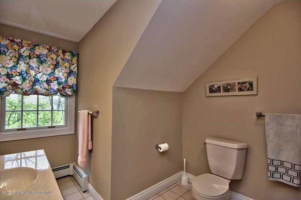 Guest Suite Bath View 3