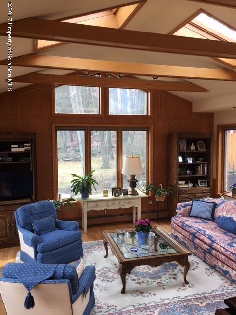 102 Mary Ln,Scranton,Pennsylvania 18505,3 Bedrooms Bedrooms,8 Rooms Rooms,2 BathroomsBathrooms,Residential,Mary,17-646