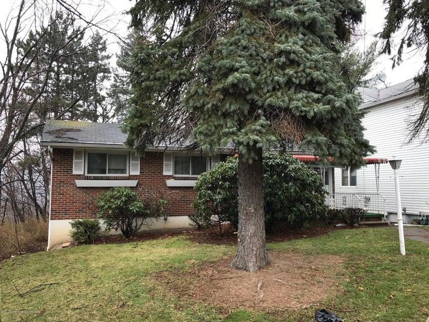 3322 Cedar Ave,Moosic,Pennsylvania 18507,2 Bedrooms Bedrooms,6 Rooms Rooms,1 BathroomBathrooms,Residential,Cedar,17-879