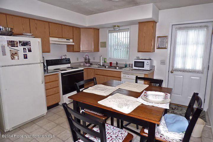 235 Elm Street,Moosic,Pennsylvania 18507,2 Bedrooms Bedrooms,5 Rooms Rooms,1 BathroomBathrooms,Residential lease,Elm,17-903