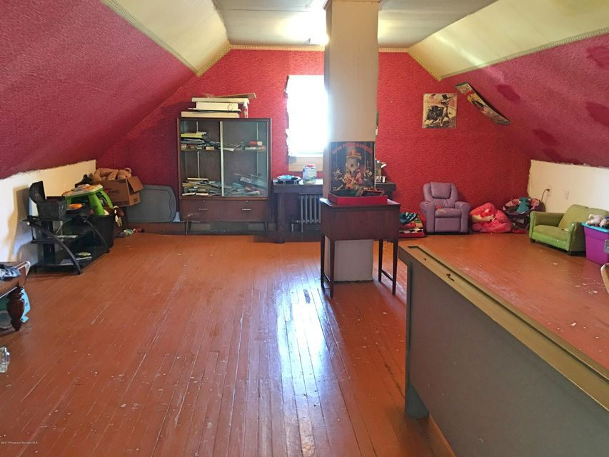 1215 Reynolds Ave Taylor,Pennsylvania 18517,3 Bedrooms Bedrooms,6 Rooms Rooms,1 BathroomBathrooms,Residential,Reynolds Ave,17-1508