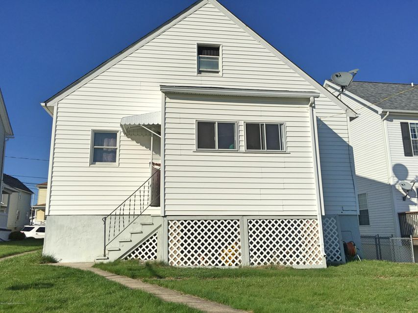 Taylor,Pennsylvania 18517,3 Bedrooms Bedrooms,6 Rooms Rooms,1 BathroomBathrooms,Residential lease,17-1511
