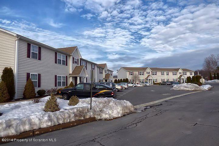 205 Elm Street,Moosic,Pennsylvania 18507,2 Bedrooms Bedrooms,5 Rooms Rooms,1 BathroomBathrooms,Residential lease,Elm,17-3100