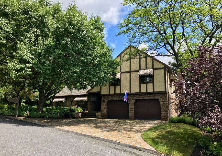 204 Amherst Dr,Dickson City,Pennsylvania 18519,4 Bedrooms Bedrooms,8 Rooms Rooms,2 BathroomsBathrooms,Residential,Amherst,17-3163