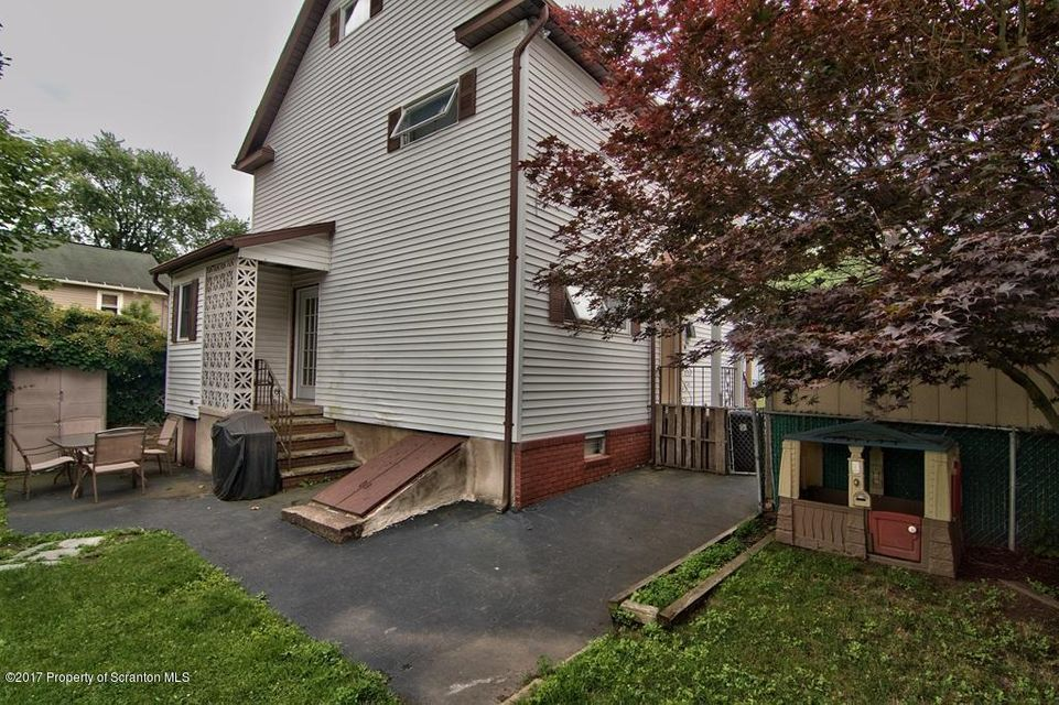 1 Pearl St,Carbondale,Pennsylvania 18407,3 Bedrooms Bedrooms,6 Rooms Rooms,1 BathroomBathrooms,Residential,Pearl,17-3060