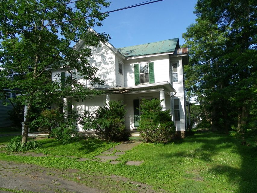 3 unit building great potential of income, close to schools and parks, great area for rentals.
