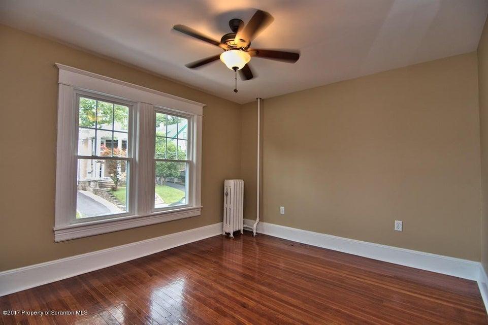 1036 Richmont St,Scranton,Pennsylvania 18509,5 Bedrooms Bedrooms,8 Rooms Rooms,2 BathroomsBathrooms,Residential,Richmont,17-3556