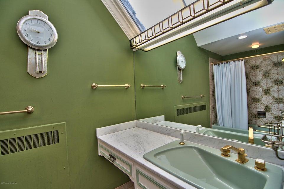 Bedroom 3 Bath View 2