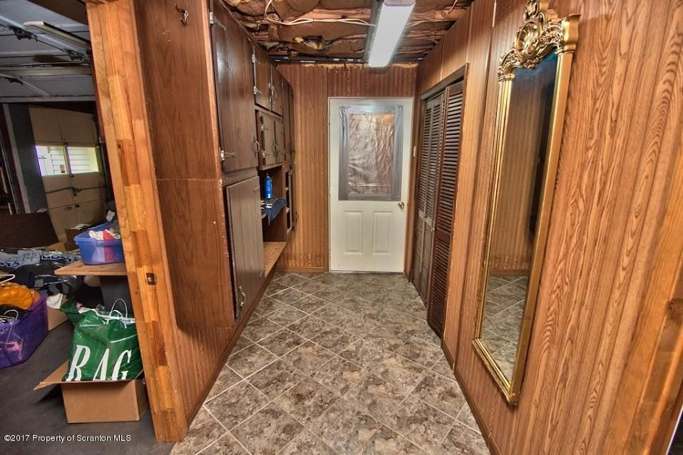 106 Templeton Drive,Dickson City,Pennsylvania 18519,3 Bedrooms Bedrooms,9 Rooms Rooms,2 BathroomsBathrooms,Residential,Templeton,17-3876