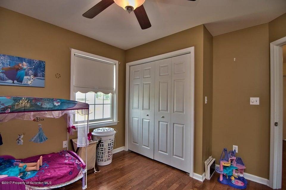 420 Schoolside Dr. Throop,Pennsylvania 18512,3 Bedrooms Bedrooms,7 Rooms Rooms,2 BathroomsBathrooms,Residential,Schoolside Dr.,17-4130