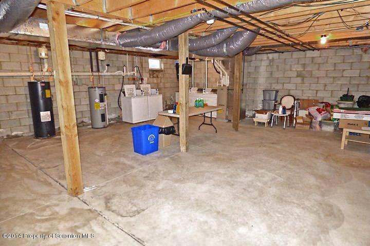251 Elm Street,Moosic,Pennsylvania 18507,2 Bedrooms Bedrooms,5 Rooms Rooms,1 BathroomBathrooms,Residential lease,Elm,17-4301