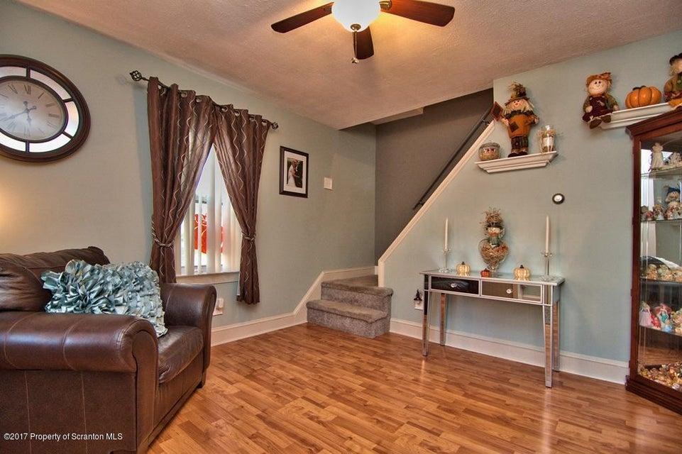 1251 Loomis Avenue,Taylor,Pennsylvania 18517,3 Bedrooms Bedrooms,6 Rooms Rooms,1 BathroomBathrooms,Residential,Loomis,17-4694