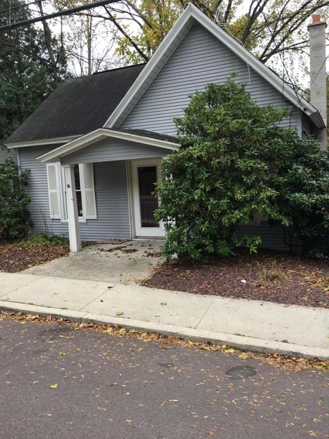 81 College Ave,Factoryville,Pennsylvania 18419,1 Bedroom Bedrooms,4 Rooms Rooms,1 BathroomBathrooms,Residential,College,17-5035