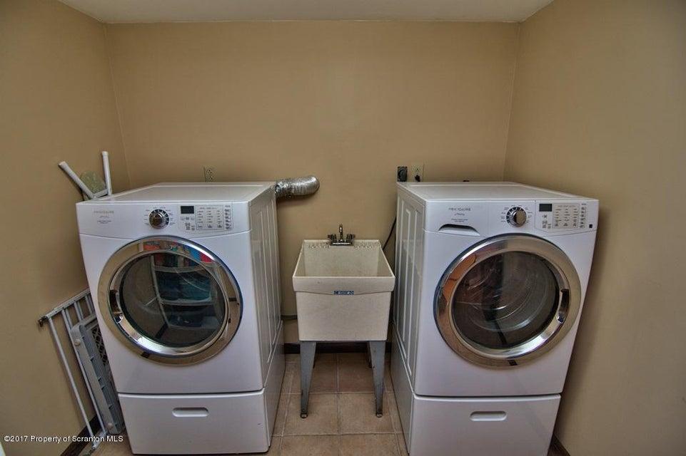 3801 Lydon Ln,Moosic,Pennsylvania 18507,3 Bedrooms Bedrooms,8 Rooms Rooms,2 BathroomsBathrooms,Residential,Lydon,17-5055