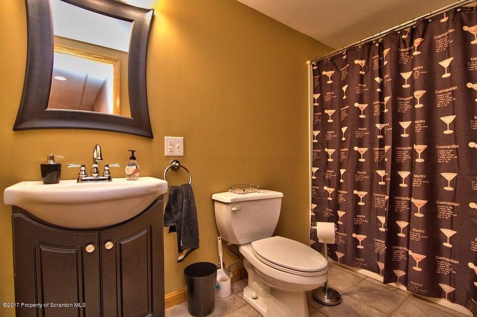 108 Sherwood St,Dunmore,Pennsylvania 18512,3 Bedrooms Bedrooms,6 Rooms Rooms,2 BathroomsBathrooms,Residential,Sherwood,17-4989