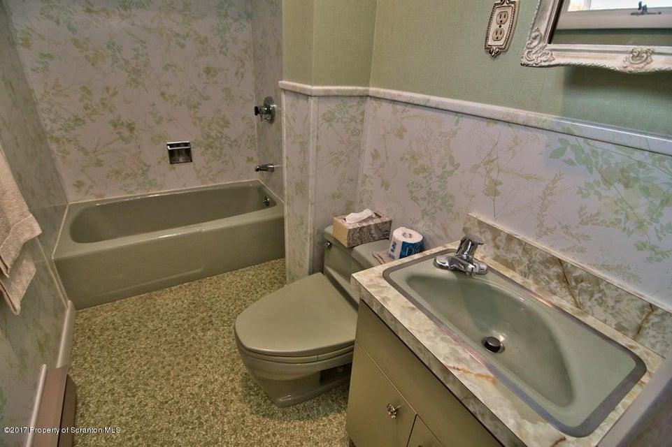 124 Van Buren Ave,Scranton,Pennsylvania 18504,3 Bedrooms Bedrooms,6 Rooms Rooms,1 BathroomBathrooms,Residential,Van Buren,17-5102