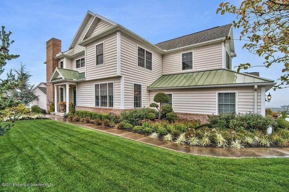 1601 Robinson Close,Moosic,Pennsylvania 18507,3 Bedrooms Bedrooms,10 Rooms Rooms,3 BathroomsBathrooms,Residential,Robinson,17-5161