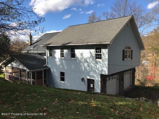 8 Horseshoe Dr,Honesdale,Pennsylvania 18431,4 Bedrooms Bedrooms,8 Rooms Rooms,2 BathroomsBathrooms,Residential,Horseshoe,17-4993