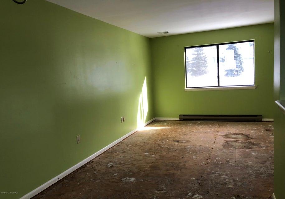 1015 Derby Ave,Scranton,Pennsylvania 18505,3 Bedrooms Bedrooms,7 Rooms Rooms,2 BathroomsBathrooms,Residential,Derby,18-129