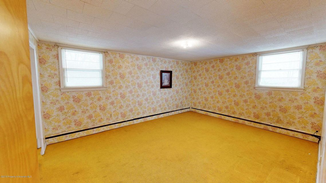 184 Sturges Rd,Blakely,Pennsylvania 18452,3 Bedrooms Bedrooms,7 Rooms Rooms,1 BathroomBathrooms,Residential,Sturges,18-417